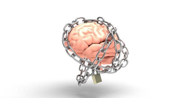 ignoranţa - poză creier în lanţuri