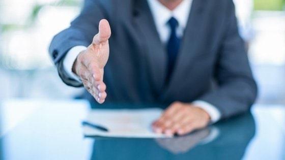 strângerea mâinii şi relaţii interpersonale